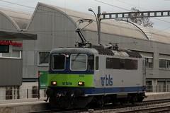 BLS Ltschbergbahn Lokomotive Re 4/4 II 502 bzw. SBB Lokomotive Re 4/4 II 11117 ( Hersteller SLM Nr. 4649 - BBC - MFO - SAAS - Baujahr 1967 - Einholmstromabnehmer ) am Bahnhof Bern Bmpliz Nord bei Bern im Kanton Bern der Schweiz (chrchr_75) Tags: hurni christoph schweiz suisse switzerland svizzera suissa swiss chrchr chrchr75 chrigu chriguhurni mrz 2016 bahn eisenbahn schweizer bahnen zug train treno albumsbbre44iiiii lok lokomotive sbb cff ffs schweizerische bundesbahn bundesbahnen re44 re 44 albumblsltschbergbahn bls ltschbergbahn chriguhurnibluemailch albumbahnenderschweiz juna zoug trainen tog tren   locomotora lokomotiv locomotief locomotiva locomotive railway rautatie chemin de fer ferrovia  spoorweg  centralstation ferroviaria