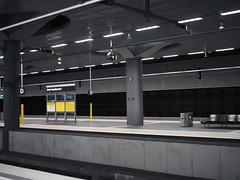Berlin _Hbf_02 (Kurrat) Tags: berlin bahnhof hauptbahnhof gelb ausflug reise bahnsteig gleis stdtereise
