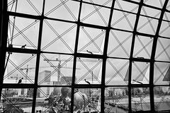 Berlin 13 (rainerneumann831) Tags: berlin blackwhite fenster hauptbahnhof kran