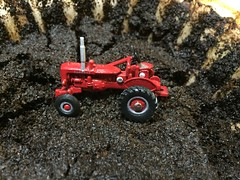 Red Power (photography_isn't_terrorism) Tags: tractor jd tractors johndeere hillclimb ih tractorpull redpower internationalharvester hitandmiss hitnmiss poppinjohnny poppinjohn