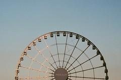 Ferris Wheel (Thomas T. H. Chan) Tags: film 50mm voigtlander 400 fujifilm konica asph nokton rf hexar f15 xtra aspherical