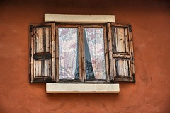 A clean window this time... (Tungmay Pimjoy) Tags: wood texture thailand nikon colours rustic shutters d7200
