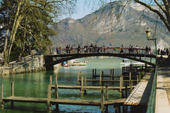 Annecy - Lovers bridge [Canon AE-1, 400 ASA] (Pito Charles) Tags: bridge france annecy film analog canon vintage french canal spring ae1 oldschool lovers amour vintagecamera pont filmcamera asa canonae1 canonae1program printemps 400asa argentique ae1program pellicule analogcamera amours filmisnotdead pontdesamours