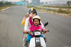 Smiles and Waves |  Bn Tre, Vietnam (jamilabbasy) Tags: smile honda seasia wave vietnam motorbike mekongdelta chldren bentre bntre