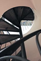 Slowly. (elojeador) Tags: hotel escalera habitacin caracol elcastillo baranda escaln escaleradecaracol peldao hotelelcastillo elojeador deprisadeprisa