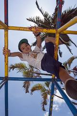 _ITA1256 (Edson Grandisoli. Natureza e mais...) Tags: parque cidade brinquedo brincar urbano criana menino jovem brincando trepatrepa 6anos regiosudeste reaverde