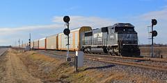 29M at Abel (HighHor$epower) Tags: searchlight abel railroadsignal sd60e ns29m ns6986