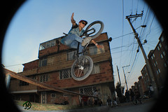 no hands (JohanMoscosobta) Tags: city urban sport bmx freestyle ride bicicleta movimiento enjoy fotografia deportes nohands bmxfreestyle streetbmx
