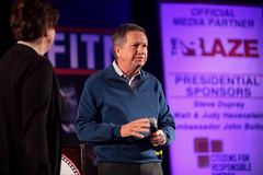 John Kasich (Gage Skidmore) Tags: new ohio john town hall president nation first hampshire governor republican primary fitn 2016 kasich