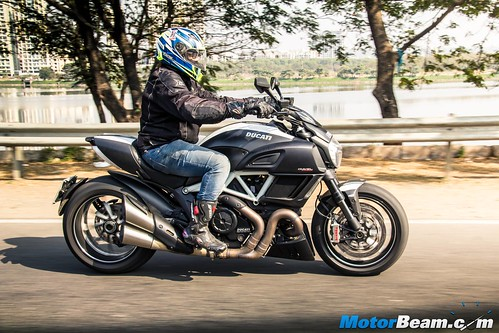 2016-Ducati-Diavel-07