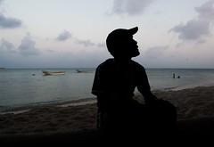 """""""Tato"""", dueo de restaurante en la Isla (Races annimas) Tags: costa arbol atardecer mar colombia pescador caribe pescar pelcano islafuerte arbolquecamina"""