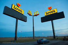Love's McDonald's (ezeiza) Tags: plaza travel food sign truck restaurant golden illinois fastfood fast arches mcdonalds il truckstop stop freeway loves interstate prairie roadside 55 acura goldenarches tsx travelplaza williamsville interstate55 mcdonaldsrestaurant interstatehighway55