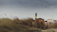 Warnemuende / Leuchtturm & Teepott (benn-oh) Tags: sea lighthouse beach strand canon germany deutschland eos warnemnde meer wind dune himmel sigma baltic 7d 1020mm 1020 ostsee rostock vom leuchtturm dne vorpommern mecklenburg mecklenburgvorpommern wahrzeichen sehenswrdigkeit windig grauer teepott