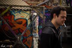 Max und Graffitti (InsaneAnni) Tags: people urban man guy germany deutschland person dresden outdoor menschen sachsen mann saxon zigarette typ jungermann graffittineustadt portraitierungpersonenshooting