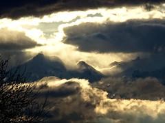 Fin de journe (JMVerco) Tags: sunset cloud mountain montagne landscape switzerland tramonto nuvola suisse nuage paysage montagna paesaggio coucherdesoleil coth swizzera flickrchallengegroup sailsevenseas