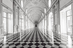 La Galleria Grande (fotopierino) Tags: bw white black canon grande mark iii 5d 28 galleria prospettiva 14mm venaria maestosa