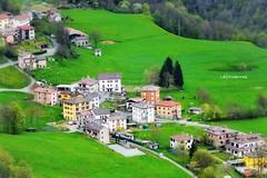 Valle Imagna    ( scorcio ) (lefotodiannae) Tags: verde valle veduta paesaggio scorcio itala imagna lefotodiannae
