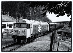 "50015 ""Valiant"". (curly42) Tags: railway hoover valiant railwaycrossing svr severnvalleyrailway englishelectric class50 50015 dieselgala preserveddieselloco locohauled crossingcottage d415 locoandcoaches 16cvst"