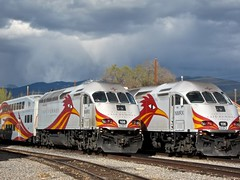 2 Road Runners (suenosdeuomi) Tags: newmexico santafe trains depot roadrunner canons90