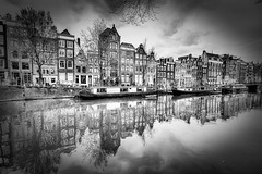 Amsterdam (Bruno MATHIOT) Tags: city houses bw water monochrome canon reflections french eos mono eau europe centre wide sigma wideangle nb 1020mm maison bas pays reflets ville hollande 10mm 650d ultragrandangle