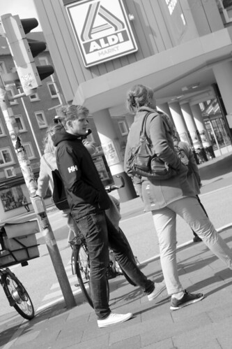 "Am Dreiecksplatz (02) • <a style=""font-size:0.8em;"" href=""http://www.flickr.com/photos/69570948@N04/26496120261/"" target=""_blank"">View on Flickr</a>"