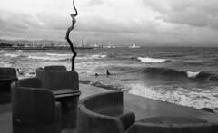 8233.Sea (Greg.photographie) Tags: sea blackandwhite bw mer film beach analog canon eos noiretblanc voigtlander 400 f2 40mm plage eos1n foma ultron r09