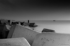 cubos II (danivalle76) Tags: barcelona bw espaa paisajes blancoynegro 35mm mar barceloneta cielos nikond3200 largaexposicion