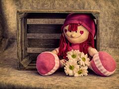 La triste espera (roqberd) Tags: life flowers flores still box caja bodegn texturas mueca