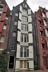 Amsterdam, Brouwersgracht, Lange Dreigt (Nik Morris (van Leiden)) Tags: holland netherlands amsterdam nederland warehouse shutters jordaan brouwersgracht kuiken