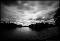 Rio en blanco y negro