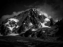 Splendeur du Chardonnet (Frdric Fossard) Tags: alpes lumire altitude ombre glacier contraste chamonix alpinisme cime clart hautesavoie sommet chardonnet srac luminosit glacierdutour massifdumontblanc rimaye