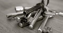 "Der Schlüssel. Die Schlüssel. • <a style=""font-size:0.8em;"" href=""http://www.flickr.com/photos/42554185@N00/25425926466/"" target=""_blank"">View on Flickr</a>"