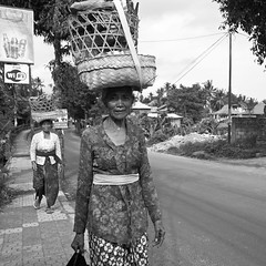 (piper969) Tags: street people bw bali woman indonesia donna bn ubud