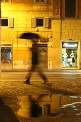 Bar AMORE_Rome_passant_IMG_8284 (Hlne (HLB)) Tags: italy rome roma reflection water yellow night jaune walking golden eau nacht nuit parapluie passant flaque