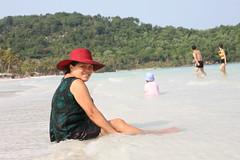 2016-03-09 Phu Quoc Island, Vietnam033 (HAKANU) Tags: red sea portrait beach hat lady sand bath asia sitting vietnam bathing