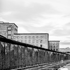 Berliner Mauer & Finanzministerium (xelleron) Tags: man berlin germany deutschland graffiti lafayette platz side hauptstadt potsdamer sigma east charlie galleries segway alexander impressionen tor brandenburger bundestag friedrichshain berliner mauer molecule kanzleramt checkpoint oberbaumbrcke gallerie 1835mm spreeufer nikond7100