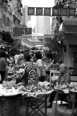 Crowded in the market (Job Homeless) Tags: blackandwhite hongkong streetphotography jordan f2 58mm helios44m monochorme streetsnap canon6d
