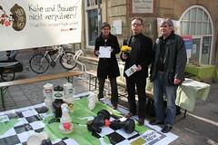 Schach-Aktion in Besigheim (aktionagrar) Tags: milk milch ostermarkt attac aktionagrar