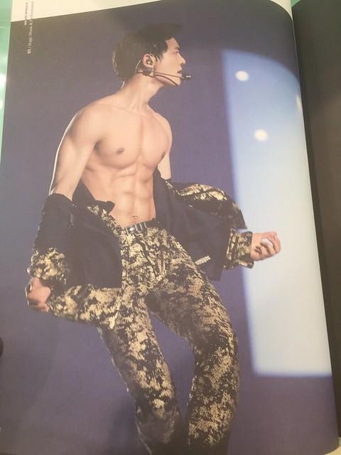 160421 SHINee @ Photobook SHINee World Concert IV 26395448830_bfe77ec393_z