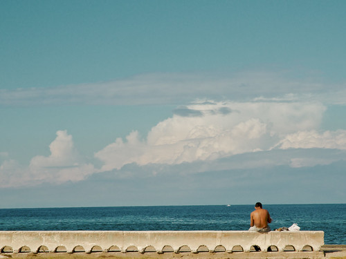 Cuba_Staring-at-the-Sea