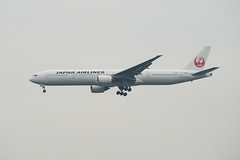 JAL / JA8944 / B777-300 (Torasan Photography) Tags: weather japan airport place time cloudy outdoor aircraft aviation jp transportation 日本 daytime boeing airlines kanagawa jal kawasaki haneda hnd japanairlines 神奈川県 羽田 b777 日本航空 tokyointernationalairport 川崎市 aircraftspotting rjtt 東京国際空港 日航 aircraftmanuevers