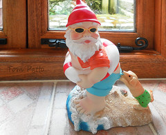 SEASIDER GNOME. (tommypatto ~ IMAGINE : On extended gardening leave) Tags: fun holidays gnomes