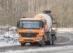 Mercedes-Benz Actros 3332 (ssajiji) Tags: truck canon mercedes russia moscow transport lorry mercedesbenz vehicle logistics canon70200f4l canon70200 domodedovo canoneos7d canon7d