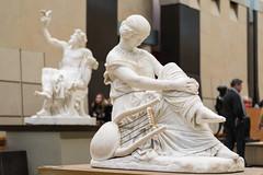 Statue dans la gallerie (arnauddeschamps49) Tags: paris france monument statue europe ledefrance muse capitale musedorsay obelisque commmoratifhonorifiqueoudcoratif