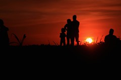 Quality time. (yelphotography) Tags: family sunset silhouette canon landscape time quality sunchaser canonphotography