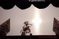 the shadow fight (tomzcafe) Tags: singapore esplanade outdoortheatre 400d takumar20035 ramayanashadowpuppet