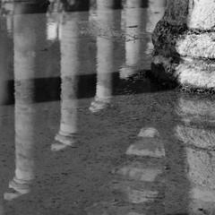 (. ..Pasaba por all.. .) Tags: bw blancoynegro dof diagonal reflejo reflction mrida