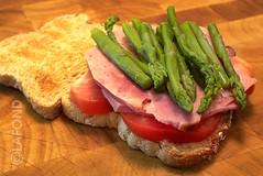 Le diner-sandwich... (Jacques Lafond) Tags: pain sandwich tomates bouffe jambon asperges aliments paintranch