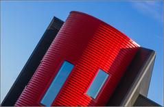 Rennes - En rouge et noir (Hervé Marchand) Tags: red sky black building rouge noir bretagne diagonal rennes immeuble urbain 2016 exterieur