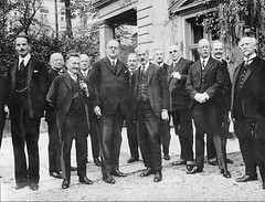 German chancellor Hermann Mueller receives former British Prime Minister Ramsay Macdonald, Janruary 1st, 1928 [1048x799] #HistoryPorn #history #retro http://ift.tt/1RIL2Mp (Histolines) Tags: history prime 1st retro german timeline chancellor british former 1928 macdonald minister hermann mueller ramsay receives vinatage janruary historyporn histolines 1048x799 httpifttt1ril2mp